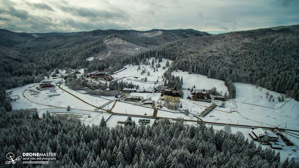 Manastirea Sihastria Putnei iarna - vedere aeriana
