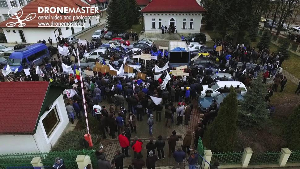 Embedded thumbnail for Protest al silvicultorilor in Suceava - filmare cu drona