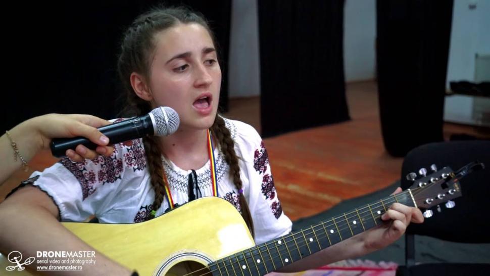 Embedded thumbnail for Din batrani - Adelina Timofte (Versuri: Gil Ionita). Interpretare live