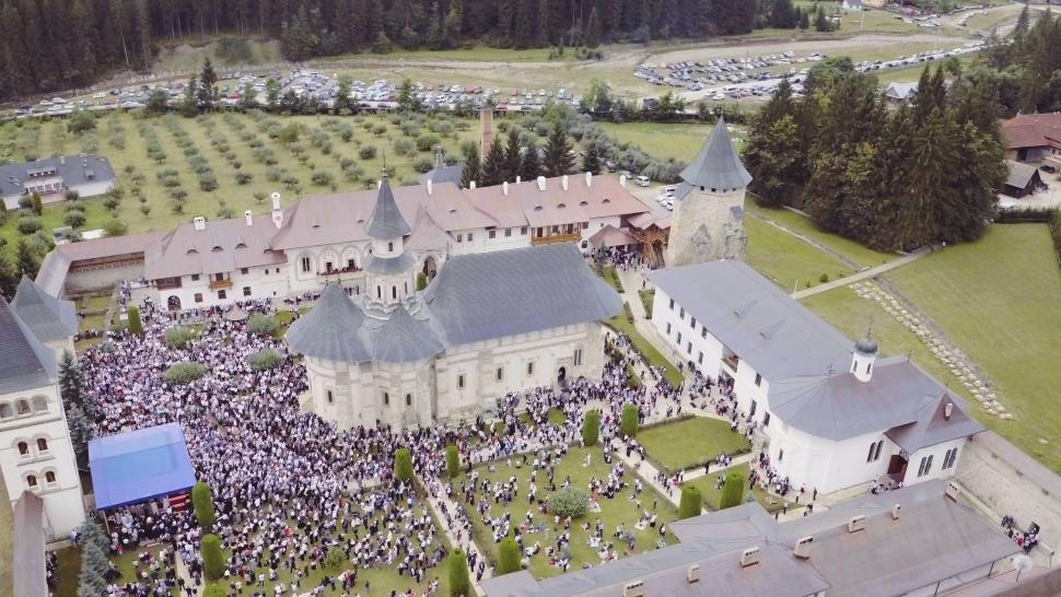 Embedded thumbnail for Hramul Manastirii Putna - montaj ce cuprinde si cadre filmate cu drona