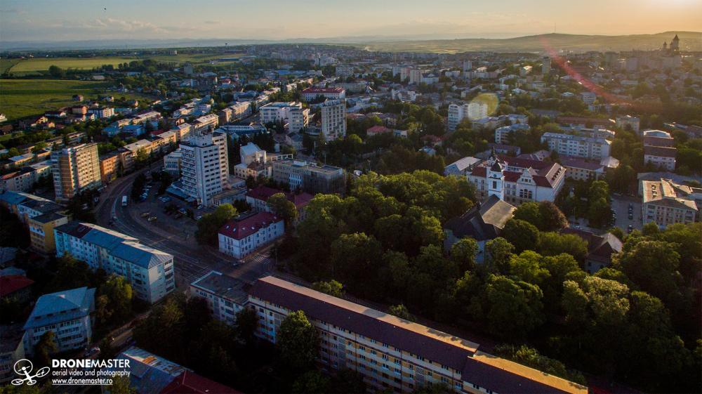 Parcul central, Consiliul Judetean si zona Banca - fotografie aeriana din drona Suceava