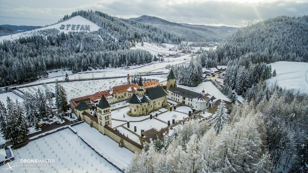 Manastirea Putna - fotografie aeriana iarna