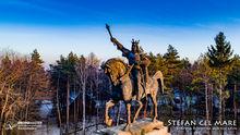 Stefan cel Mare, statuia ecvestra din Suceava - foto aeriana